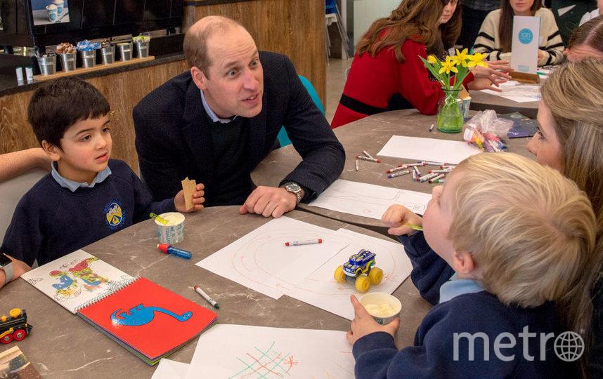 В кафе герцог и герцогиня Кембриджские посмотрели рисунки детей. Фото Getty