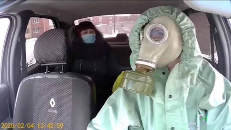 Андрей посадил в салон очередную пассажирку. Фото Скриншот видео Instagram/rbt.55