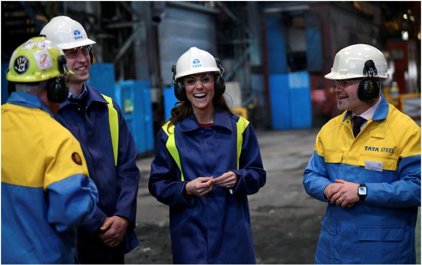 Принц Уильям и Кэтрин в Южном Уэльсе посетили завод. Фото Getty