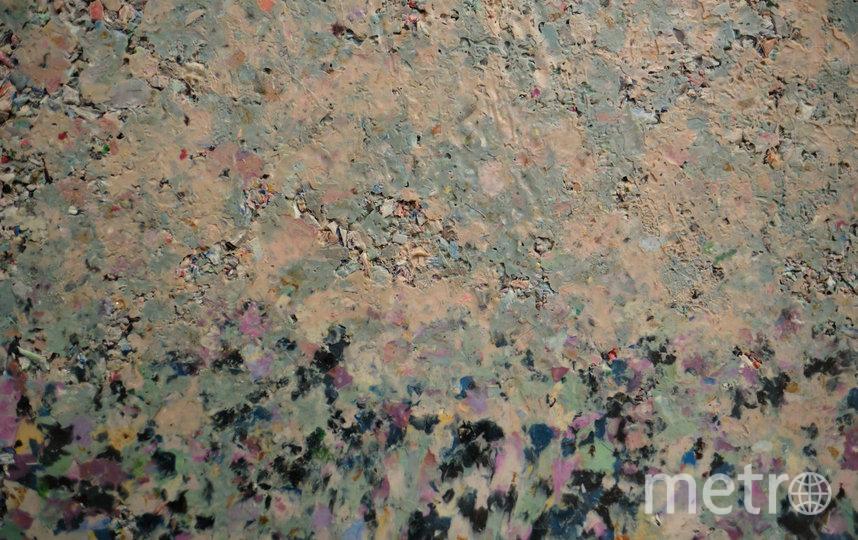 """Из крошки можно получить материал любого цвета и «рисунка». Фото Святослав Акимов, """"Metro"""""""