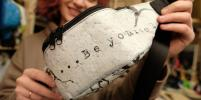 В Петербурге шьют модные сумки из пакетов и батутов