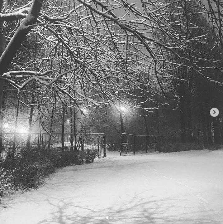 """""""Сегодня было 2 редчайших явления в Петербурге: днем вышло солнце, а ночью пошел снег"""". Фото Скриншот Instagram: @janaalek"""