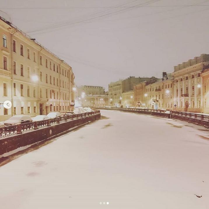 """На твоих ресницах снег, любимый Питер"". Фото Скриншот Instagram: @svetla_zakharova"