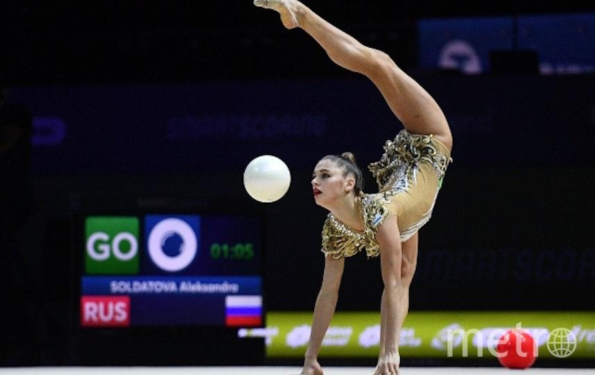 Александра Солдатова (Россия) выполняет упражнения с мячом в финале чемпионата Европы по художественной гимнастике в Баку, 2019 год. Фото РИА Новости