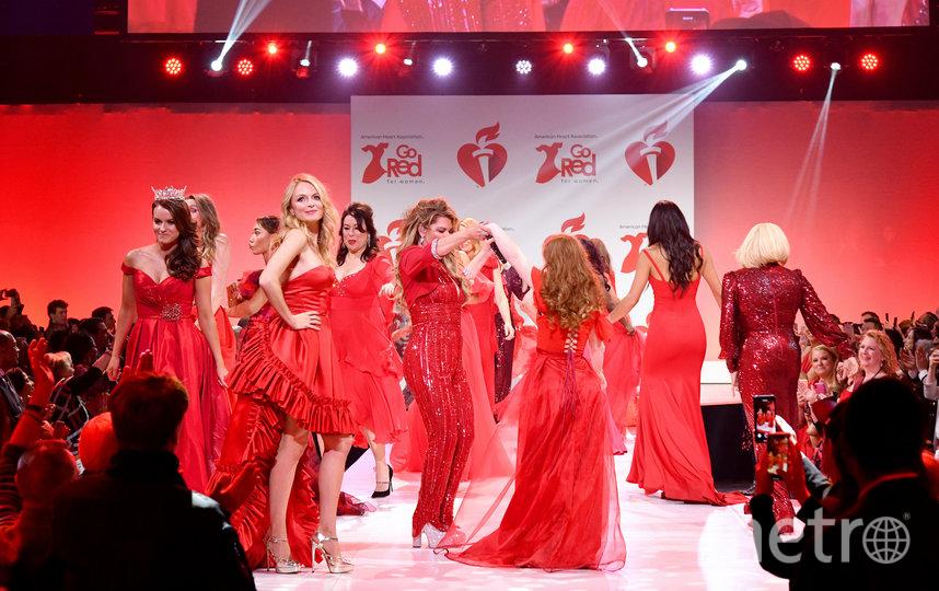 В Нью-Йорке прошёл показ Red Dress Collection. Фото AFP