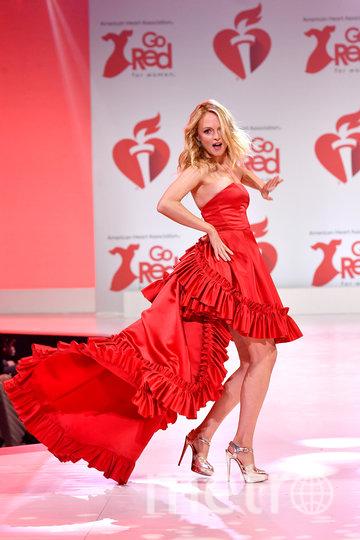 В Нью-Йорке прошёл показ Red Dress Collection. Фото Getty
