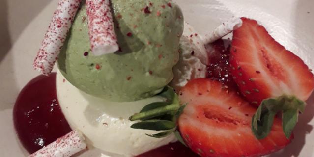 Панакота с щавелевым мороженым.