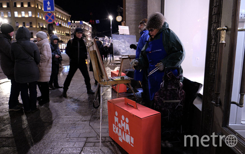 """Художники вышли на Невский в самый холодный день года. Фото Святослав Акимов, """"Metro"""""""