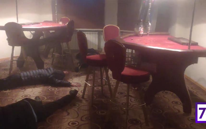 В квартире главы муниципального образования в Петербурге нашли подпольное казино. Фото скриншот видео www.78.ru