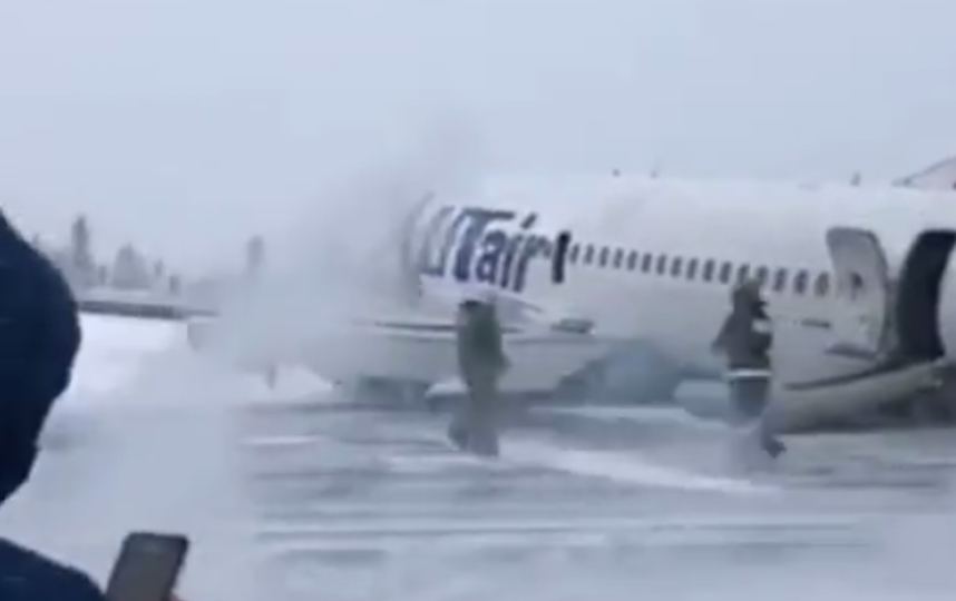 "Самолёт сел ""на брюхо"". Фото скриншот @instagram alexander___panin'"