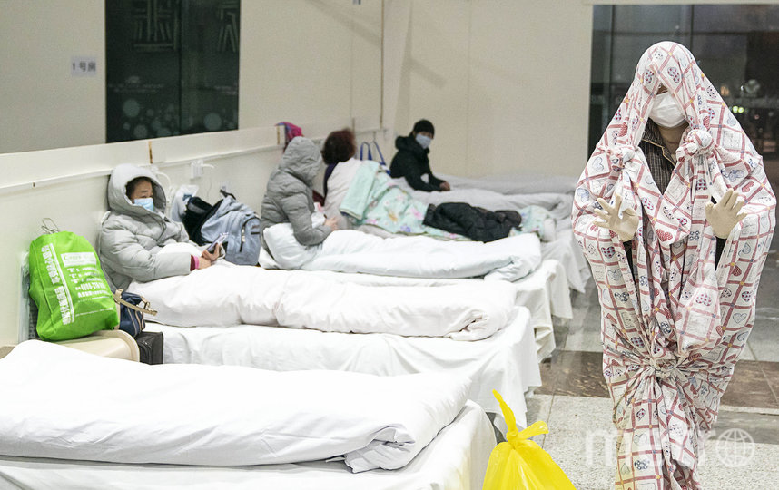 Выставочный центр в Ухани, превращенный во временный госпиталь для заболевших пневмонией. Фото AFP