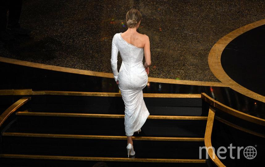 """Рене Зеллвегер идёт за своей наградой. Получила за фильм """"Джуди"""" как лучшая актриса. Фото Getty"""