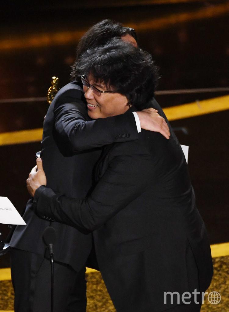 """Киану Ривз на """"Оскаре"""" с Дайан Китон вручали премию за """"Лучший сценарий"""". Ее получил фильм """"Паразиты"""". Фото Getty"""