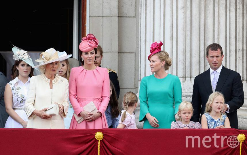 Питер и Отэм Филлипс в окружении королевской семьи. Фото Getty