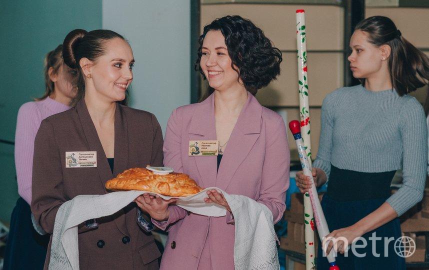 Организаторы форума встречали гостей караваем. Фото Егор Кудымов
