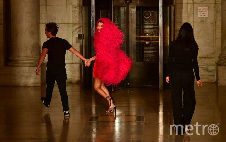 Показ Oscar De La Renta. Белла Хадид и креативные директоры бренда. Фото Getty