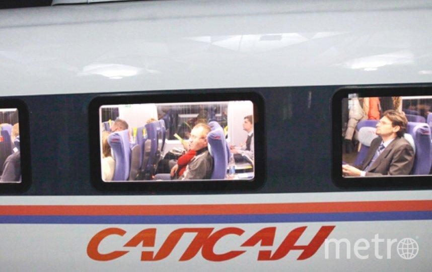 """Сапсан сломался и пассажирам пришлось пересесть в другой поезд. Фото """"Metro"""""""