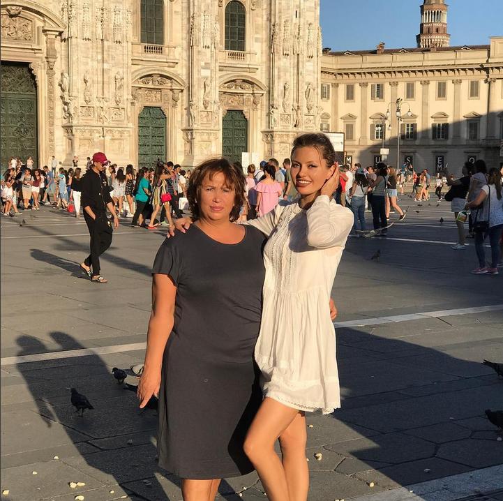 Виктория Боня с мамой. Фото Скриншот Instagram: @victoriabonya