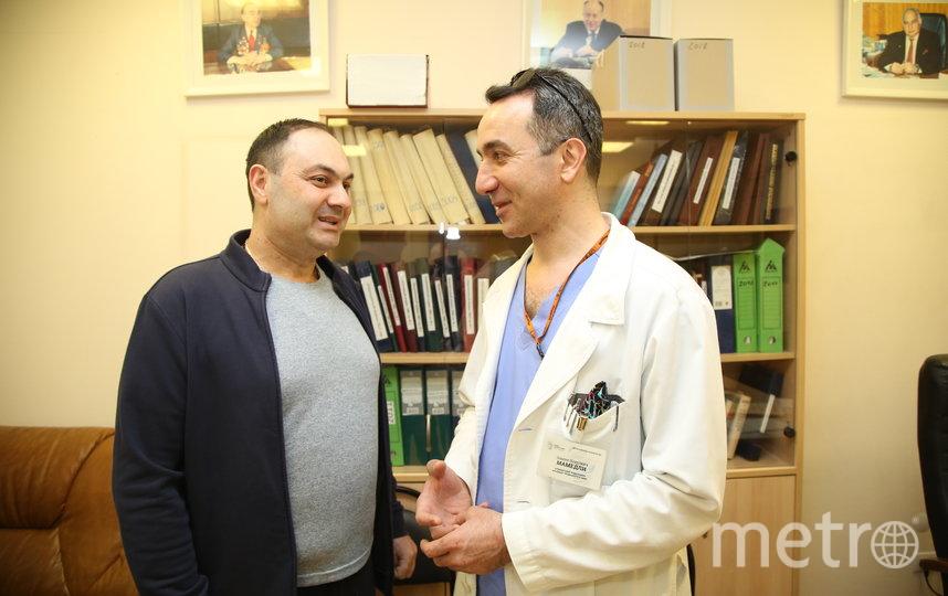 Армен и доктор Заман Мамедли. Фото пресс-служба онкоцентра Блохина