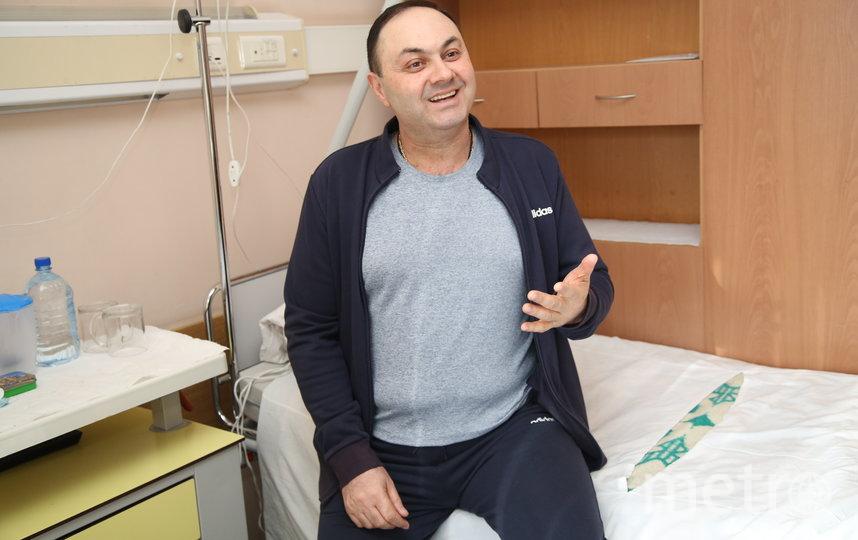 Доктор Заман Мамедли и его команда предложили Армену нестандартный метод лечения, с помощью которого смогли справиться с опухолью за год. Фото пресс-служба онкоцентра Блохина