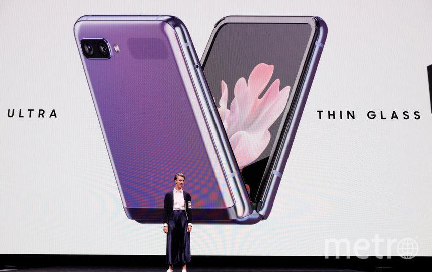 Фото с презентации. Новый смартфон со складывающимся экраном – Galaxy Z Flip. Фото Getty