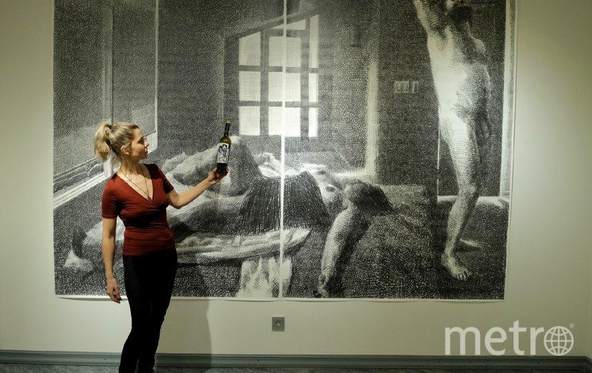 """Александра Овчинникова. На выставке будут представлены картины и инсталляции на """"винную"""" тему. Фото Алена Бобрович, """"Metro"""""""