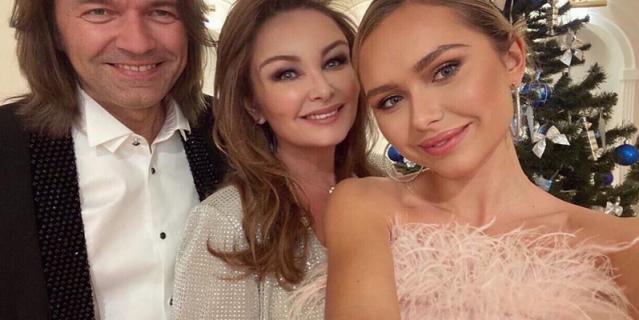 Стеша Маликова с родителями.