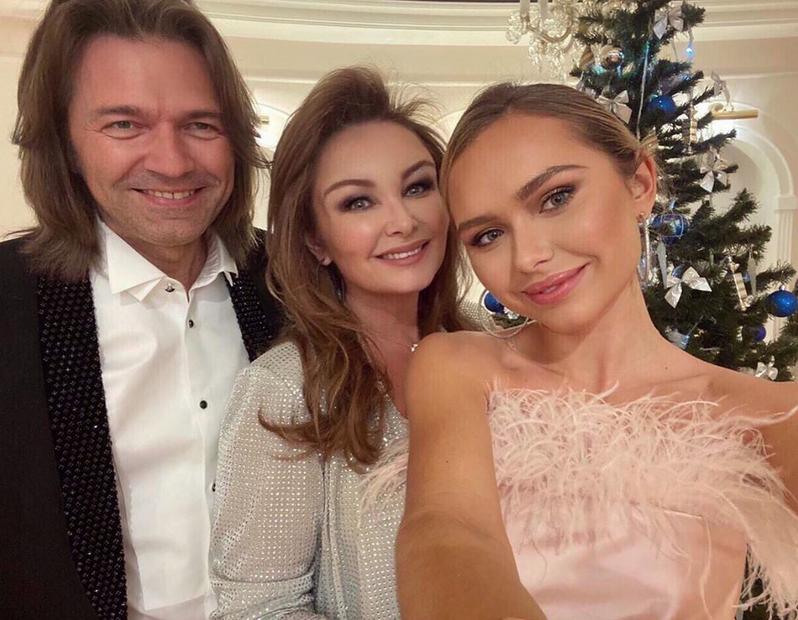 Стеша Маликова с родителями. Фото Скриншот Instagram: @steshamalikova