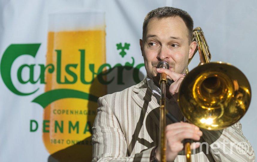 """Коллектив """"Сибирского диксиленда"""" сыграл джаз, а гости насладились вкусными напитками."""