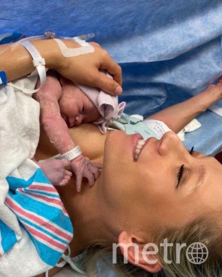 """Анна и Энрике с новорожденным ребенком. Фото https://www.instagram.com/annakournikova/, """"Metro"""""""