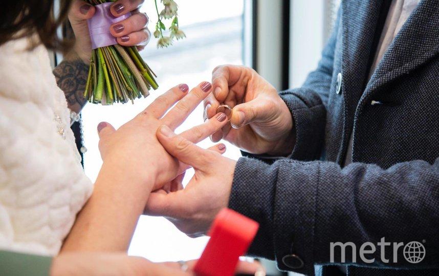 """Машинист и его помощница сыграли свадьбу в поезде """"Иволга"""". Фото предоставлено Департаментом транспорта"""