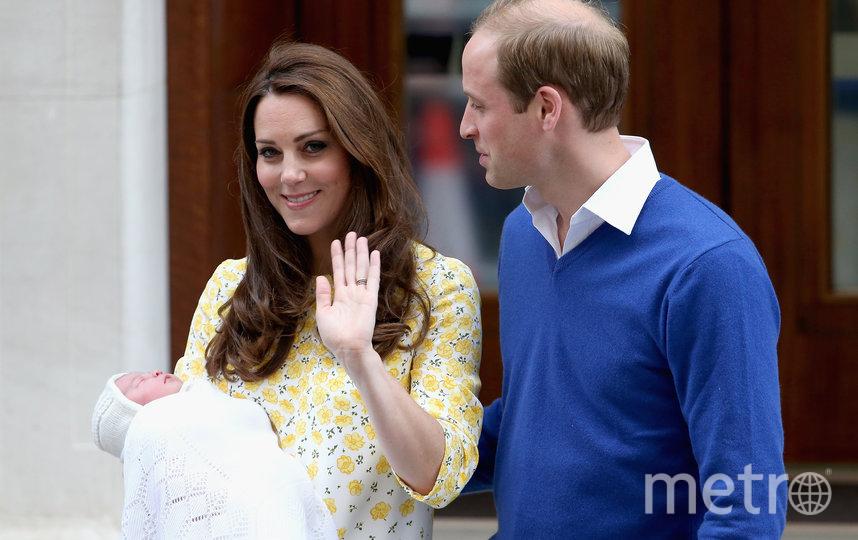 Кейт Миддлтон и принц Уильям с новорожденной принцессой Шарлоттой у госпиталя The Lindo Wing. Фото Getty