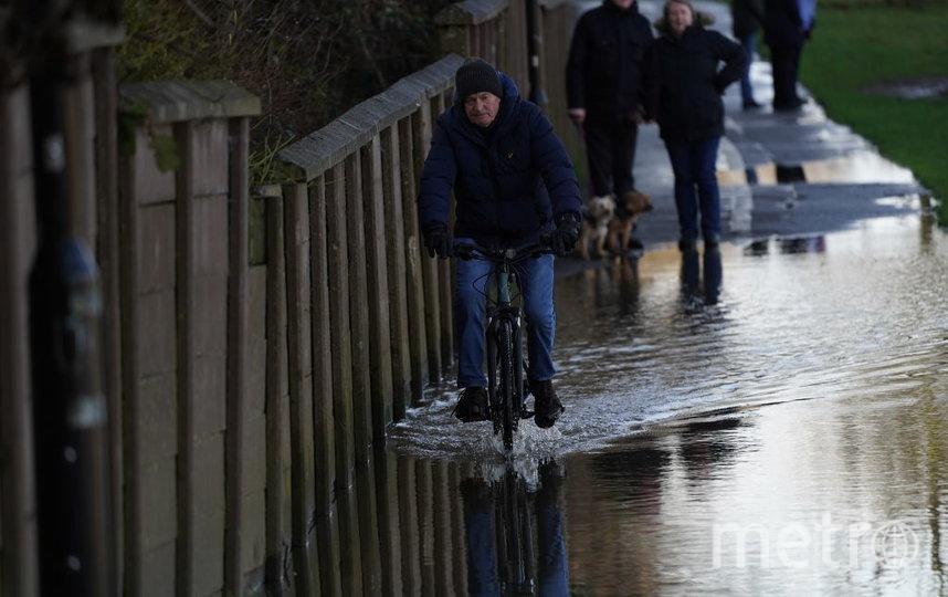Шторм Деннис ударил по Британии. Фото Getty