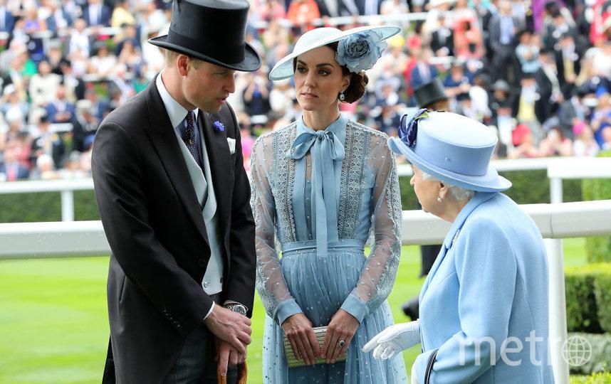 Архивное фото: Уильям, Кэтрин и Елизавета II. Фото Getty