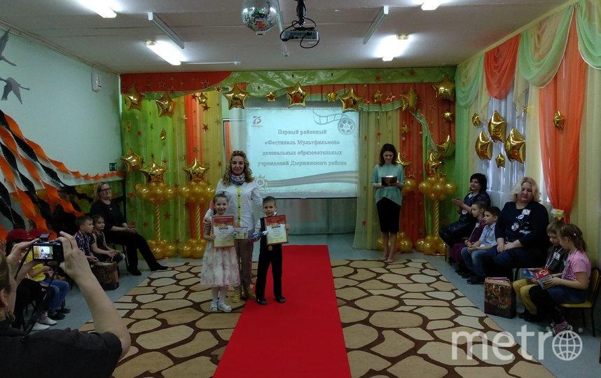 Каждый конкурсант прошелся по красной ковровой дорожке, сделал несколько памятных снимков и получил памятные дипломы и подарки.