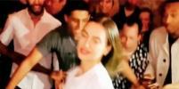 Ирина Шейк в мини-платье исполнила зажигательный танец на вечеринке после показа Burberry