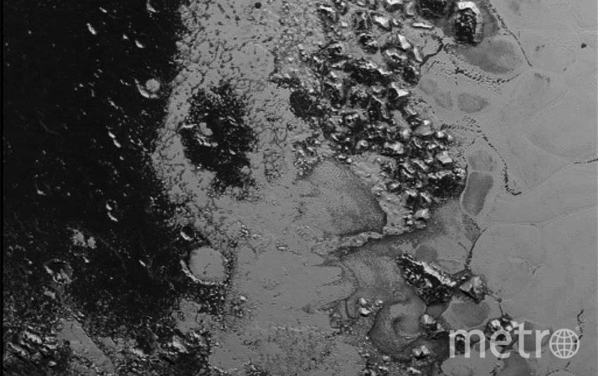 Детальная фотография поверхности Плутона, сделанная с расстояния 77 000 км. Фото Getty