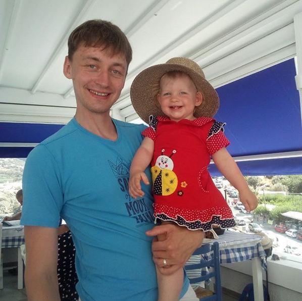 """""""Крутой папа-это сделать из дочки красотку при помощи маминой шляпы"""". Фото Дмитрий, @dryabinkin73"""