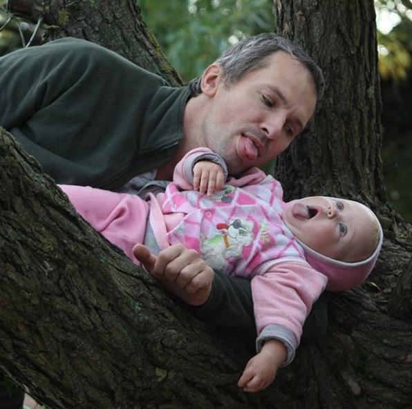 """""""Заставить ребёнка смеяться, радоваться жизни – это и есть любить жизнь и радоваться вместе с нею"""". Фото Игорь, @klenovyigor"""