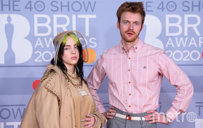 Красная дорожка премии BRIT Awards 2020. Билли Айлиш с братом. Фото Getty