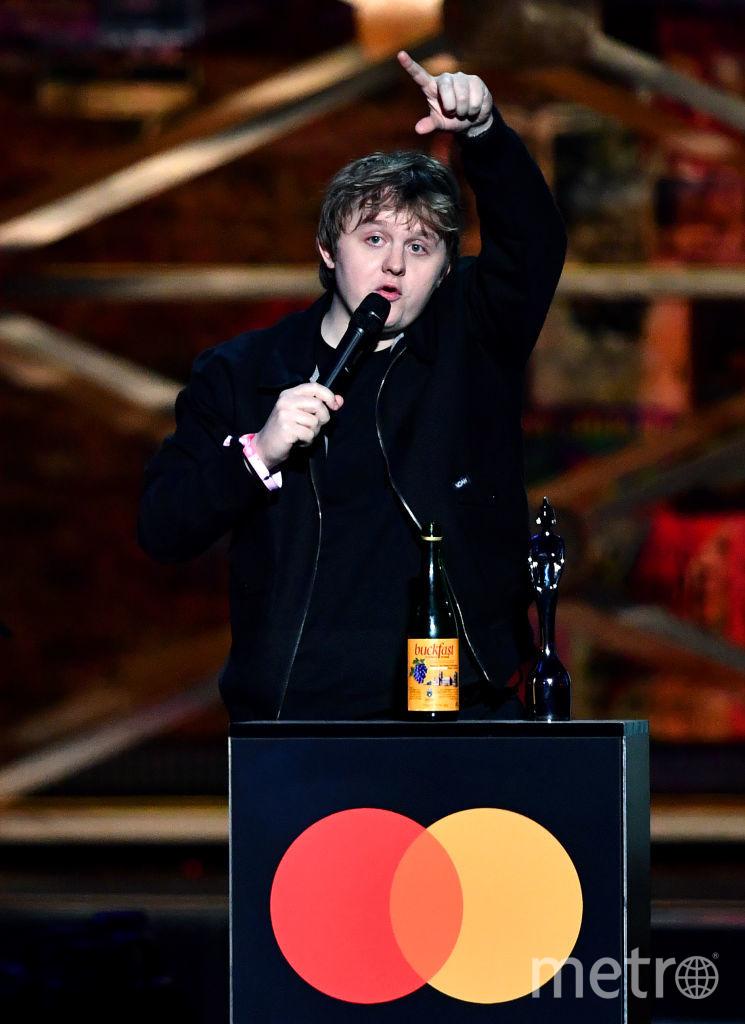 Шоу BRIT Awards 2020. Льюис Капальди вышел на сцену с пивом. Фото Getty