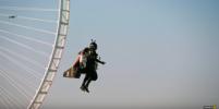 Шоу на реактивном крыле: экстремал парил над Дубаем