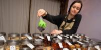 Магазин без упаковки: в Петербурге за сахаром и мылом ходят со своей тарой