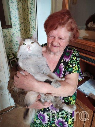 Кот и его хозяйка – уже после пожара. Фото Instagram/eva_groom