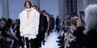 Прозрачные блузы и шубы: в Милане прошёл показ новой коллекции Max Mara