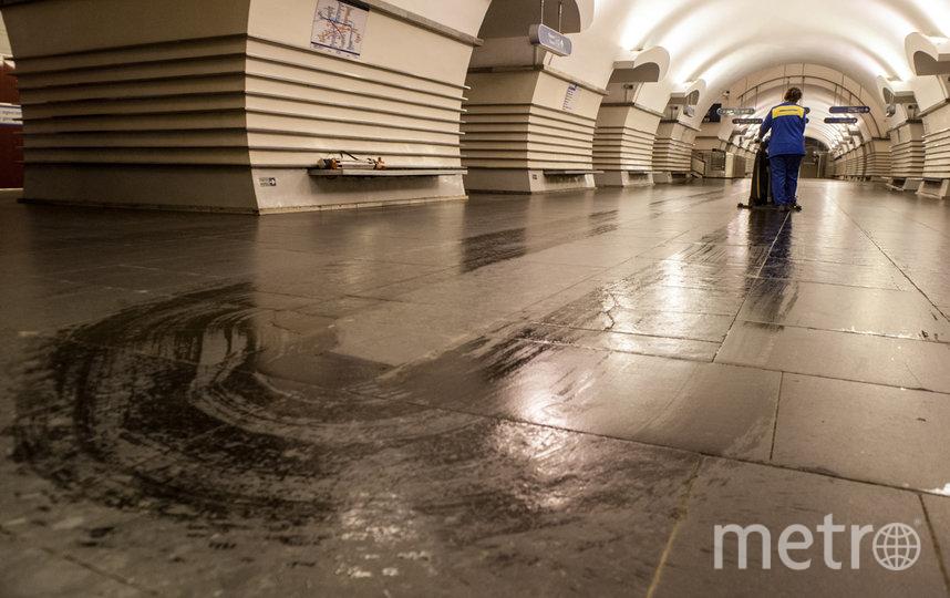 "Уборка в метро Петербурга. Фото ""Metro"""