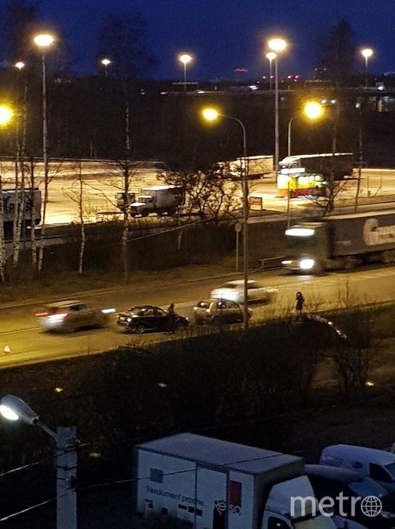 ДТП на выезде из Горелово парализовало трассу. Фото https://vk.com/spb_today, vk.com