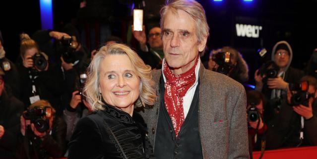Красная дорожка Берлинале-2020. Джереми Айронс с женой.