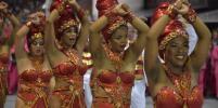 Яркие эмоции, сексуальность и минимум стеснений: девушки с бразильского карнавала вновь