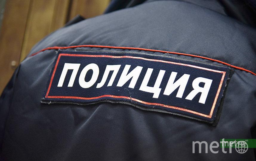 В Петербурге посетитель салона сотовой связи одним ударом разбил и вынес нужное. Фото Василий Кузьмичёнок